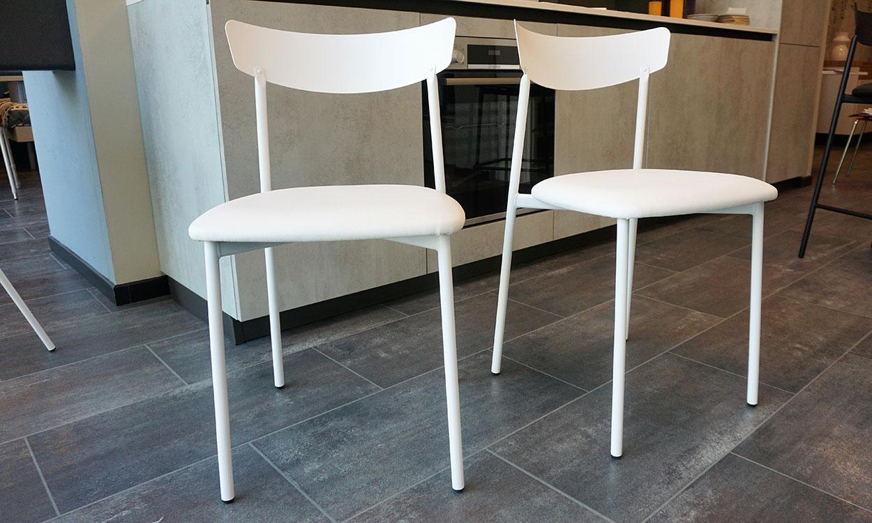Sedie in ecopelle bianca lavabile con struttura in metallo verniciato - Connubia Calligaris Clip
